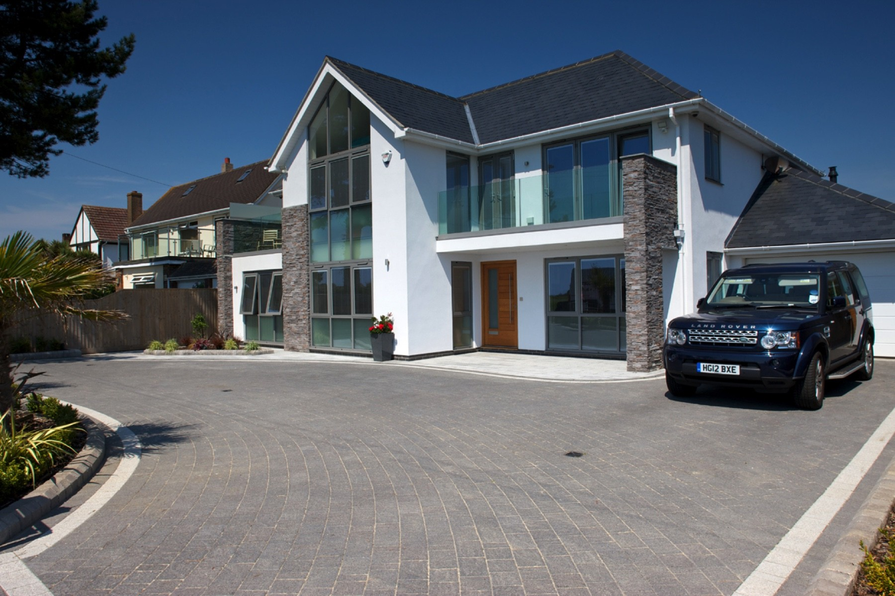 driveway Highcliffe, Marshalls argent driveway, aura landscapes, award winning driveway, quality driveway, grey paviour driveway, driveway by Aura Landscapes